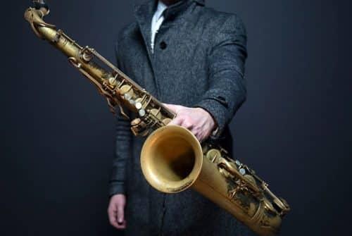 Avez-vous déjà pensé à réserver un saxophoniste pour vos soirées ?