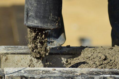 Coulage de béton : pourquoi la pompe à béton est-elle indispensable ?