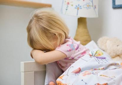 Pourquoi ma fille de 3 ans se réveille la nuit ?