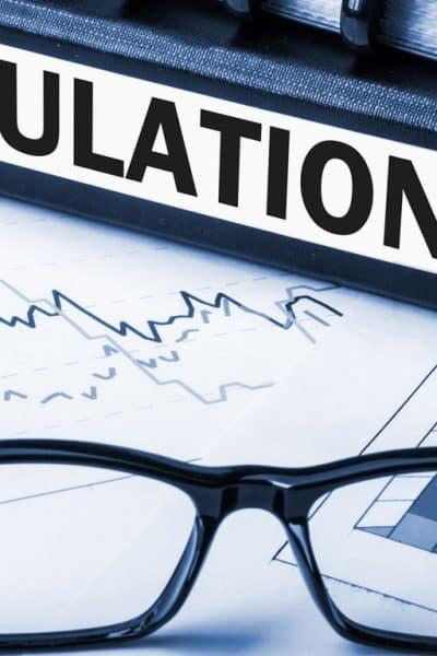 Qui effectue le premier niveau de contrôle des conseillers en investissements financiers ?