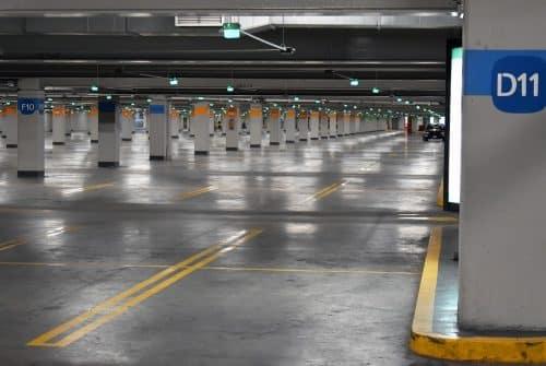 Est-il possible de réserver un parking privé près de l'aéroport de Marseille ?